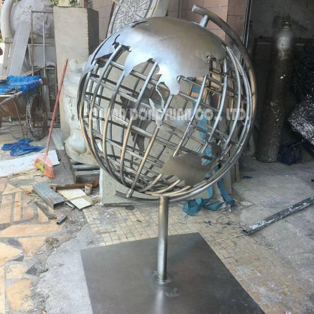 1.5 Meter/5 Feet Tall Decorative World Map Globe