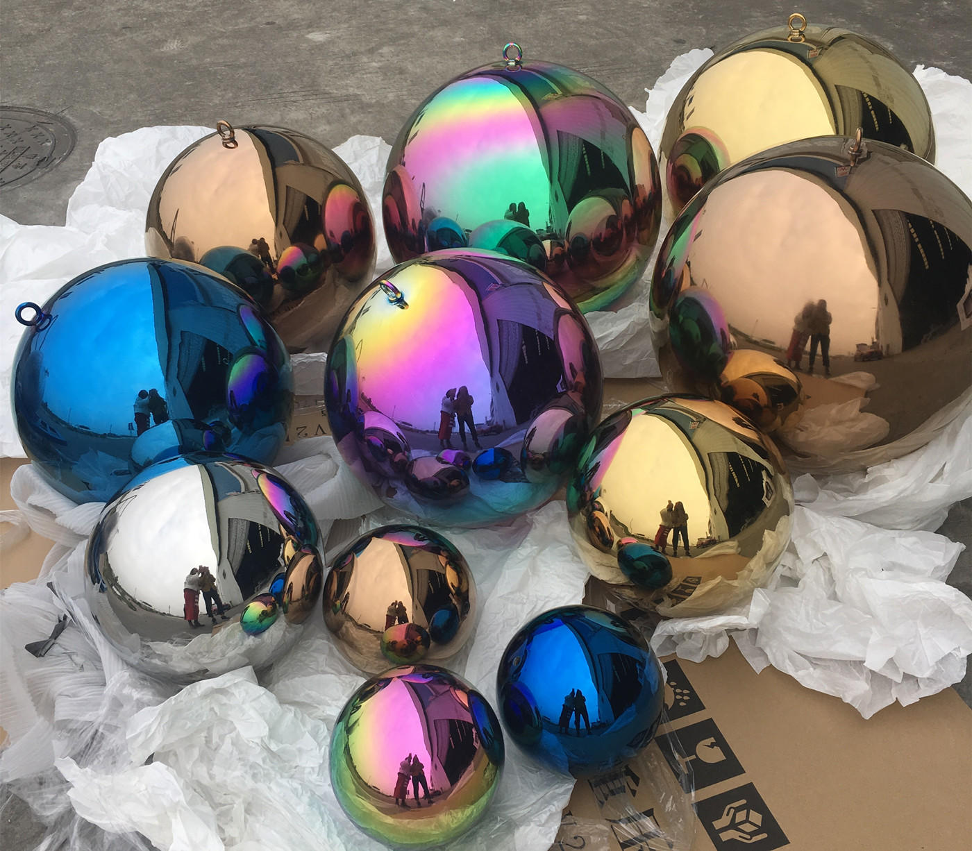 chrismas coloured hollow balls